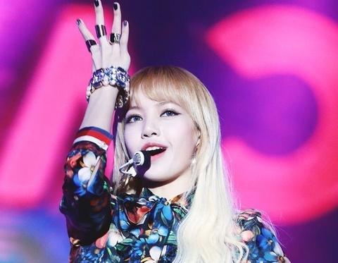 Lisa (Black Pink) va cau chuyen idol ngoai quoc bi ky thi o Kpop hinh anh 1