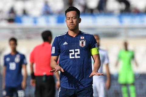 Doi truong Yoshida that vong sau tran chung ket Asian Cup hinh anh