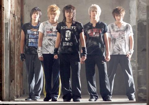 Kpop sau 10 nam: SNSD chi con danh xung, Big Bang tam roi dinh cao hinh anh 14