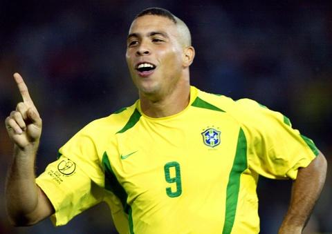 Ronaldo dung sau Messi o top cau thu vi dai 25 nam qua hinh anh 7