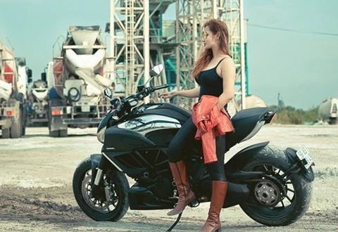'Ot Hiem' - nu biker 9x dam me mo to phan khoi lon hinh anh