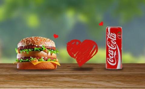 McDonald's va Coca-Cola truoc moi lo tu ngay tan fastfood hinh anh