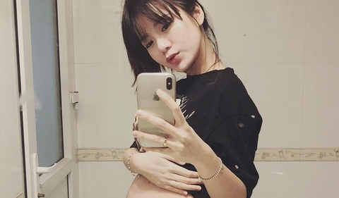 Hot girl Tu Linh ke chuyen lan dau sinh con hinh anh