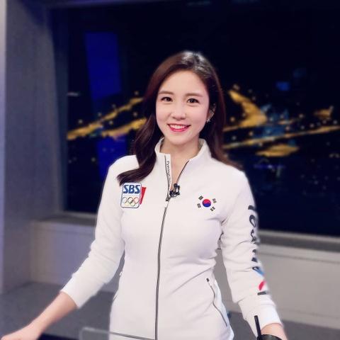 Nu MC Han Quoc tung