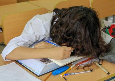 Học sinh Sài Gòn thiếu ngủ, stress nặng vì áp lực học tập