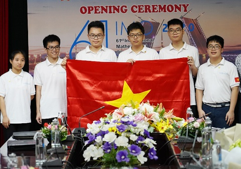 Lan dau tien hoc sinh lop 10 doat huy chuong vang Olympic Toan quoc te hinh anh