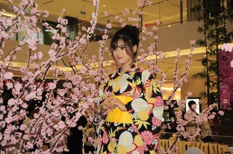 Hoang Yen Chibi dep diu dang trong trang phuc kimono hinh anh