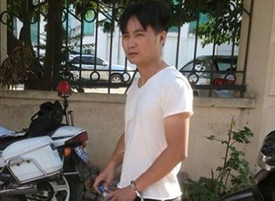 5 canh sat chay bo truy duoi thanh nien vi pham luat hinh anh