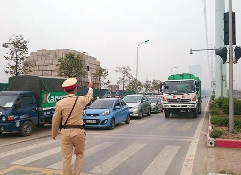 CSGT Ha Noi xu phat oto, xe may lan lan xe buyt nhanh hinh anh