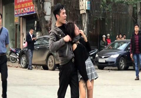 Hang chuc canh sat cuu co gai bi ke 'ngao da' ke dao khong che hinh anh