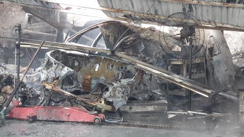 Nhiều xế hộp bị thiêu rụi trong vụ cháy gara gần sân Mỹ Đình