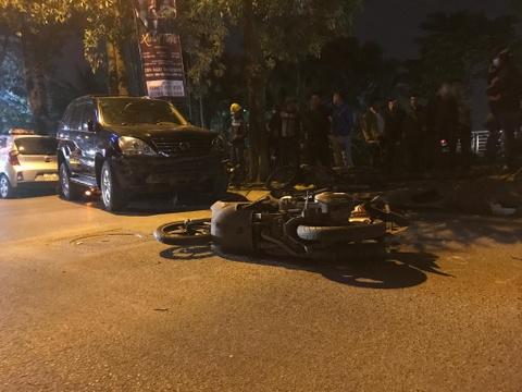 Khoanh khac Lexus tong 7 xe may o Ha Noi hinh anh