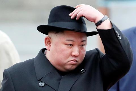Ong Kim Jong Un mac au phuc, buoc xuong nha ga vung Vien Dong cua Nga hinh anh 8