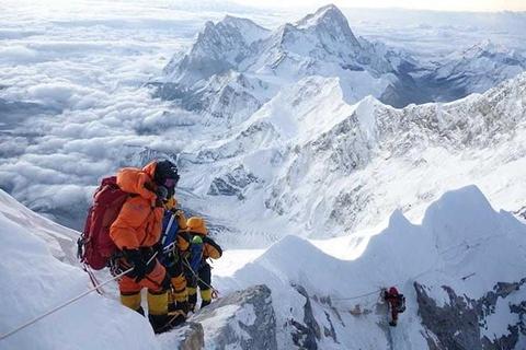 'Tac duong' len dinh Everest, nguoi leo nui doi mat tu than hinh anh 2