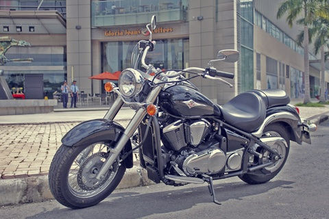 Kawasaki Vulcan 900 gia hon 400 trieu ve Viet Nam hinh anh