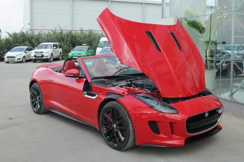 Trai nghiem Jaguar F-Type R mui tran dau tien o Viet Nam hinh anh