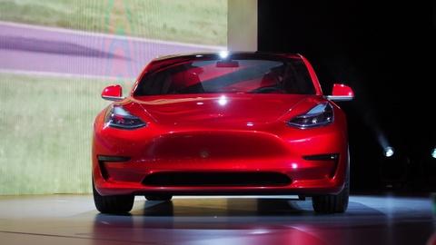 Giai ma su thanh cong cua xe dien Tesla Model 3 hinh anh