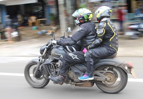 Phuot 2.000 km xuyen Viet tren nhung chiec Kawasaki hinh anh 5