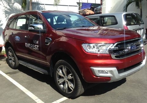vi sao ford everest dat hinh anh