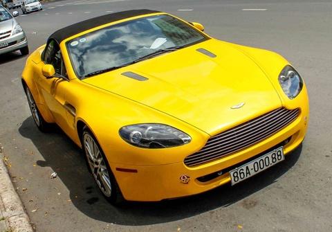 Xe the thao hang hiem Aston Martin Vantage tai Sai Gon hinh anh