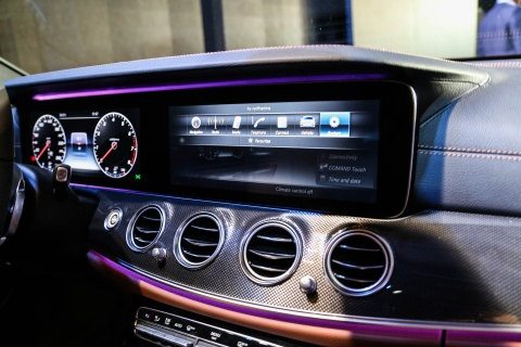 Chi tiet Mercedes E300 AMG gia tren 3 ty vua ra mat tai VN hinh anh 9