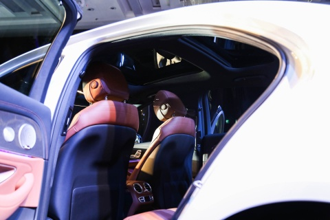 Chi tiet Mercedes E300 AMG gia tren 3 ty vua ra mat tai VN hinh anh 12