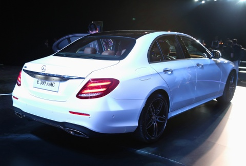 Chi tiet Mercedes E300 AMG gia tren 3 ty vua ra mat tai VN hinh anh 15