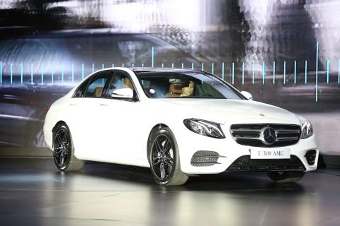 Mercedes E-class 2017 ra mat tai VN, gia tu 2,1 ty dong hinh anh