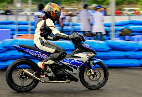 Yamaha lan dau to chuc dua xe Exciter 150 hinh anh