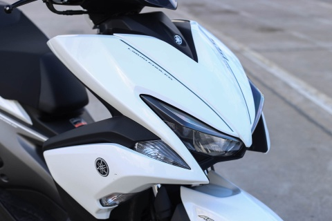 Chi tiet Yamaha NVX: Kich thuoc lon, dang the thao hinh anh 18