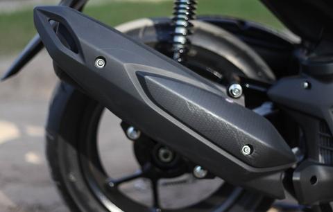 Chi tiet Yamaha NVX: Kich thuoc lon, dang the thao hinh anh 7