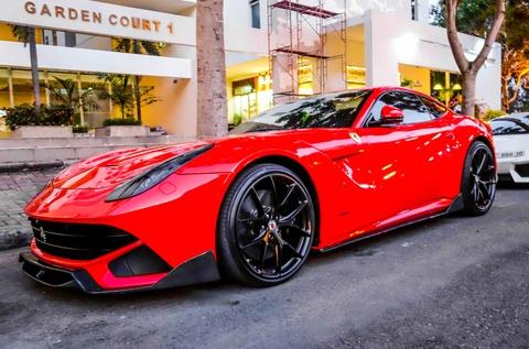 Cuong Do La gay chu y voi sieu xe Ferrari F12 do DMC hinh anh