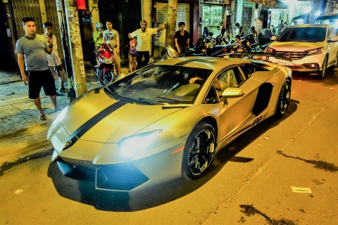 Dem sieu xe Lamborghini tu Da Nang vao Sai Gon do choi Tet hinh anh