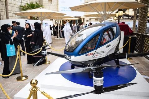 Dubai co taxi bay vao mua he 2017 hinh anh