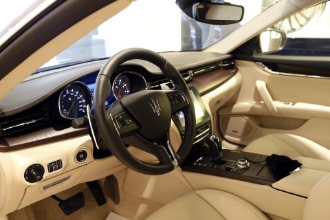Xe sang Maserati Quattroporte gia 7,2 ty dong tai Viet Nam hinh anh 9