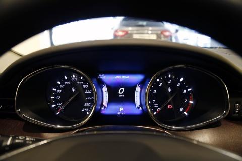Xe sang Maserati Quattroporte gia 7,2 ty dong tai Viet Nam hinh anh 11