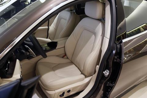 Xe sang Maserati Quattroporte gia 7,2 ty dong tai Viet Nam hinh anh 12