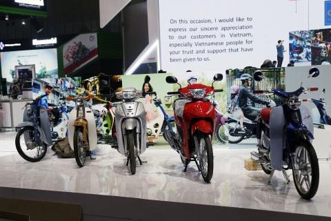 Moto tran ngap truoc gio khai mac Vietnam Motorcycle Show 2017 hinh anh 5