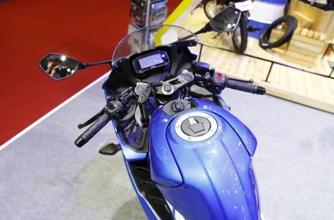 Chi tiet xe con tay Suzuki GSX-R150 gia re tai Viet Nam hinh anh 3