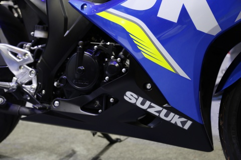 Chi tiet xe con tay Suzuki GSX-R150 gia re tai Viet Nam hinh anh 6