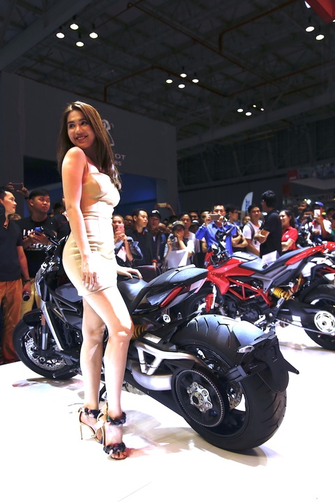 Ngoc Trinh xuat hien trong buoi gioi thieu xe Ducati moi hinh anh 6