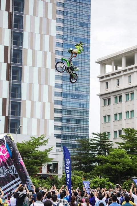 Nguoi Sai Gon man nhan voi man moto bay cua Yamaha hinh anh 1