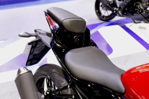 Suzuki GSX-S150 - doi thu Yamaha FZ150 moi ra mat tai VN hinh anh 6