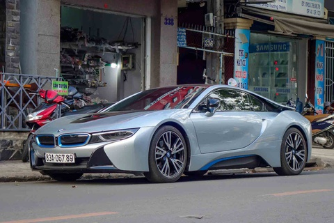 BMW i8 doc nhat cua thieu gia ve so Soc Trang tai xuat o Sai Gon hinh anh