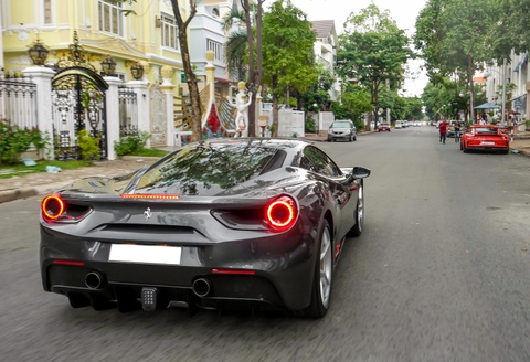 Cuong Do La tau them sieu xe Ferrari 488 GTB mau xam hinh anh 3