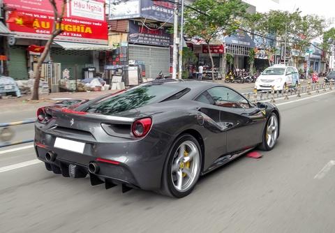 Cuong Do La tau them sieu xe Ferrari 488 GTB mau xam hinh anh 6