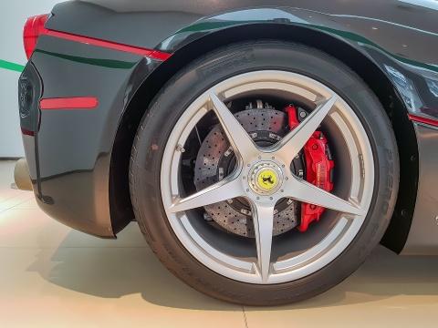 Anh thuc te LaFerrari Aperta - chiec Ferrari dat nhat Singapore hinh anh 7