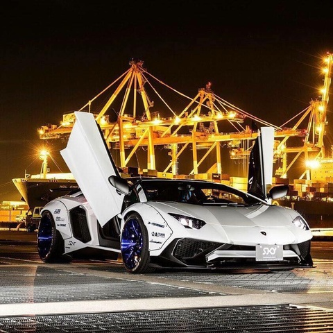 Lamborghini Aventador SV bien hinh nho goi do Liberty Walk hinh anh