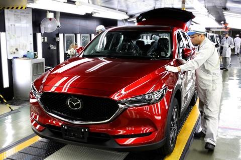 Mazda tang san luong CX-5 2017 vi nhu cau qua lon hinh anh