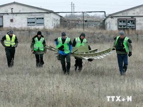 Mot phan xac may bay MH17 da duoc chuyen ve Kharkov hinh anh